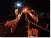 夜の跨線橋.jpg